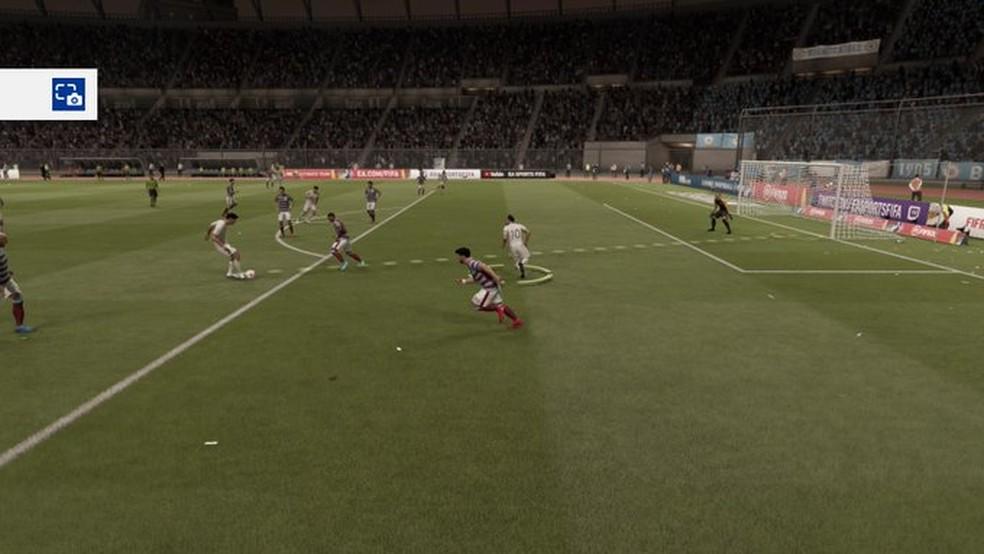 Forar um impedimento em FIFA 20 com a linha burra  arriscado mas pode ser muito efetivo  Foto Reproduo Rodrigo Pret