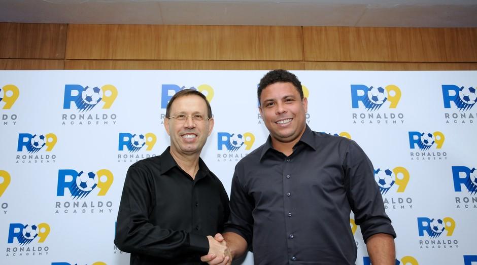 Ronaldo Fenômeno e Carlos Wizard Martins, sócios da Ronaldo Academy (Foto: Divulgação)