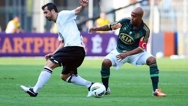 Douglas e Marcos Assunção, Palmeiras x Corinthians (Foto: Marcos Ribolli / Globoesporte.com)