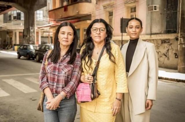Adriana Esteves, Regina Casé e Taís Araujo em 'Amor de mãe' (Foto: TV Globo)