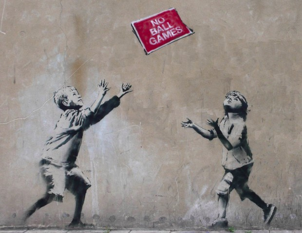 """""""Proibido brincar de bola"""", grafitti de Banksy (Foto: Reprodução)"""