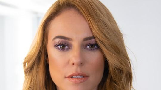Paolla Oliveira ensina maquiagem ultraperolada e dá dicas de beleza