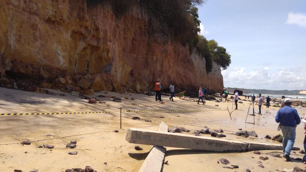 Faixa de areia foi interditada próximo a falésia que caiu sobre família em Pipa, no Rio Grande do Norte — Foto: MPF/Divulgação