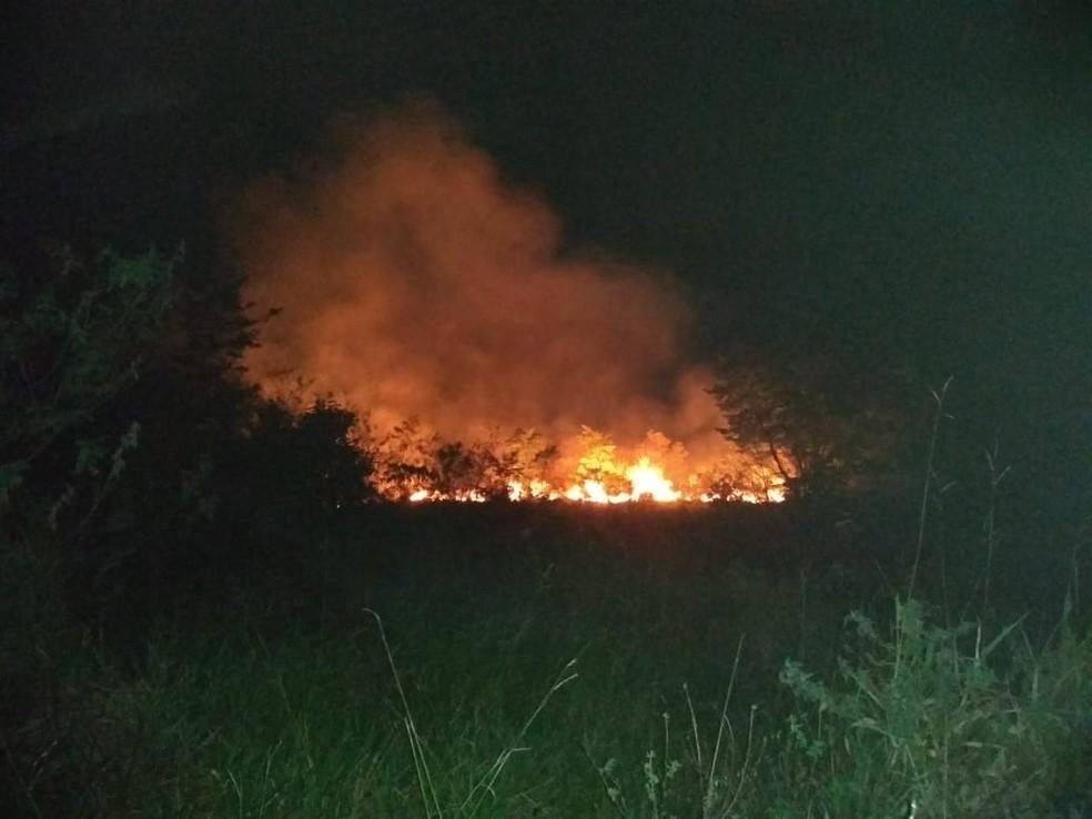 Incêndio em Serra dos Cavalos começou na tarde deste sábado (29) e já foi controlado — Foto: João Francisco / Arquivo pessoal