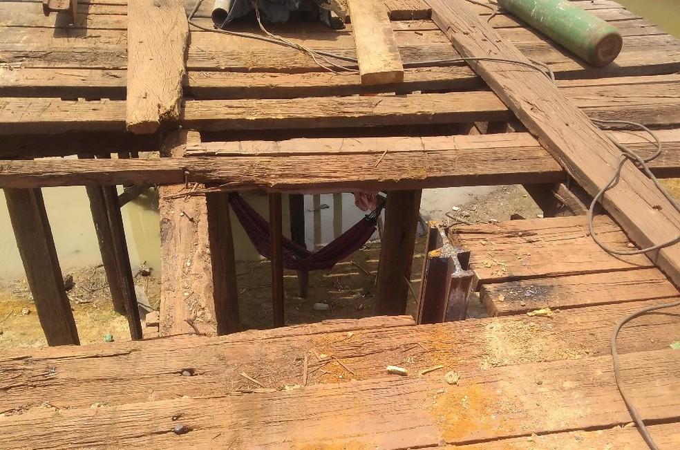 Segundo o MPT, trabalhadores no interior do Maranhão descansavam em redes sob uma obra da ponte em construção — Foto: Divulgação/MPT