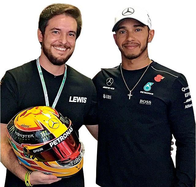O brasileiro Raí Caldato conta a curiosa história de como se tornou o designer oficial do capacete de Lewis Hamilton na F1 e detalha como é feito o processo de escolha do modelo final (Foto: Arquivo pessoal)