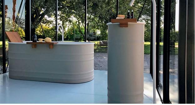 Empresa cria banheiro de luxo ao ar livre