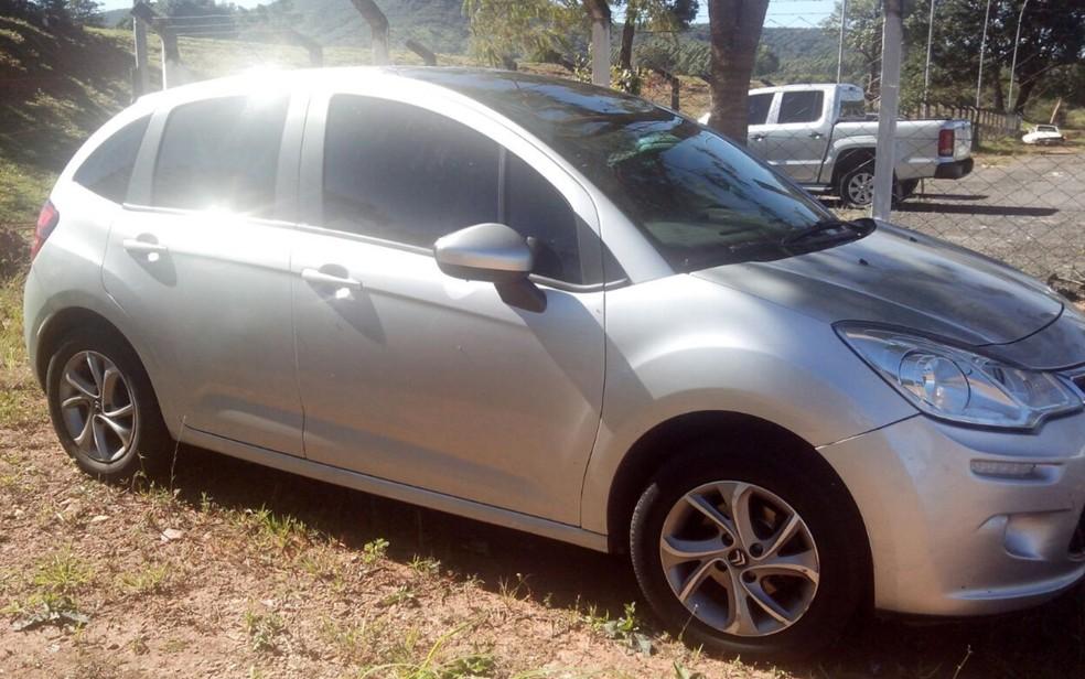 Carro do comerciante é encontrado abandonado em Pirenópolis (Foto: Reprodução/TV Anhanguera)