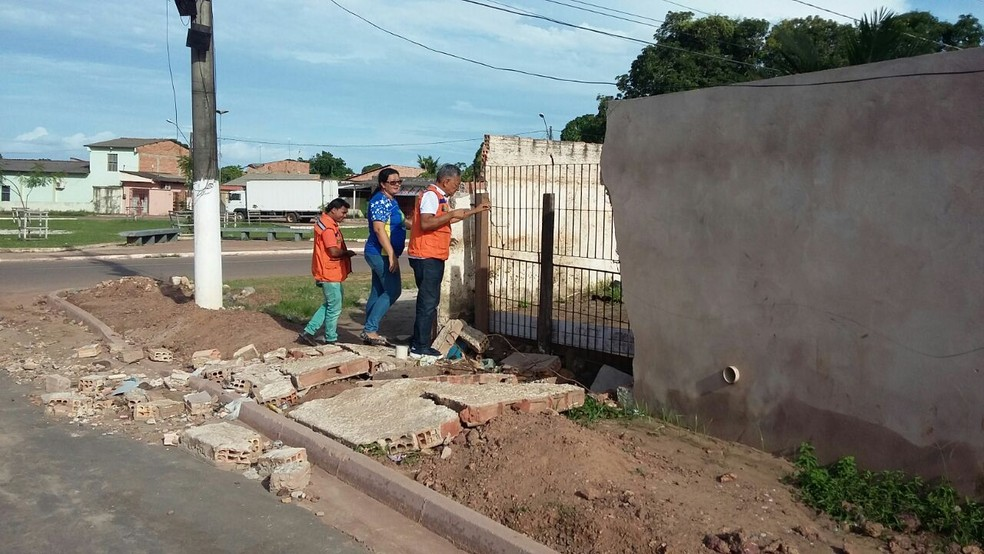 -  Defesa Civil em Santarém visitando escolas que estão com muros comprometidos  Foto: Defesa Civil/Divulgação