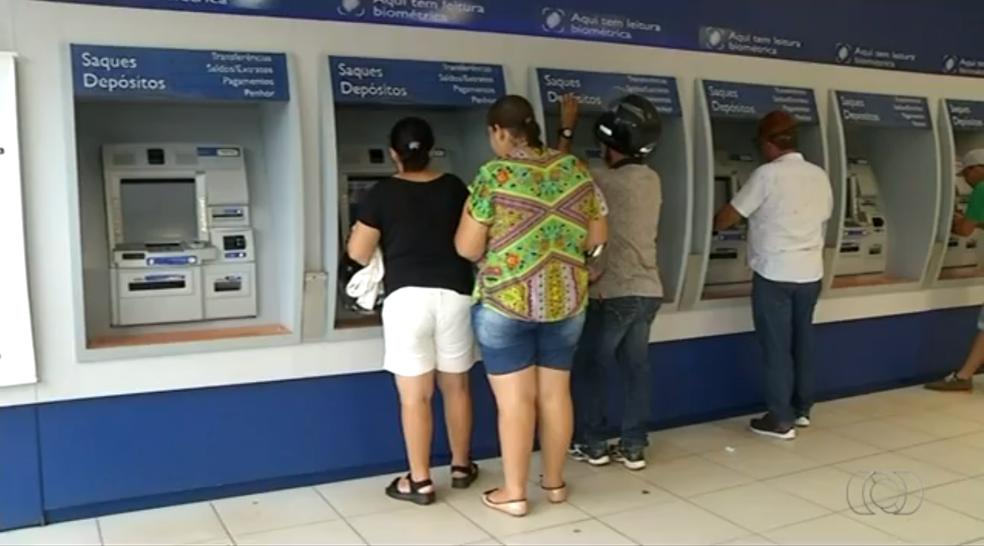 Idoso foi vítima de golpe em banco e só percebe um mês depois (Foto: TV Anhanguera/Reprodução)
