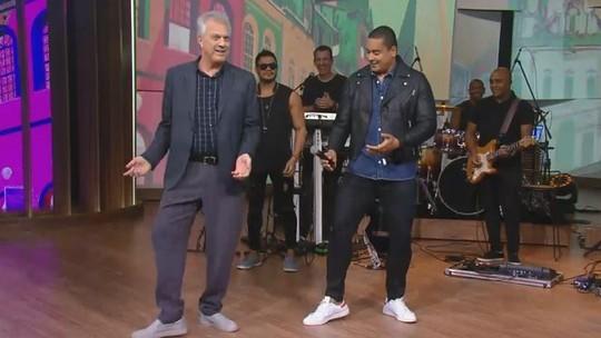 Xanddy ensina a Pedro Bial coreografia de 'Vem Neném'
