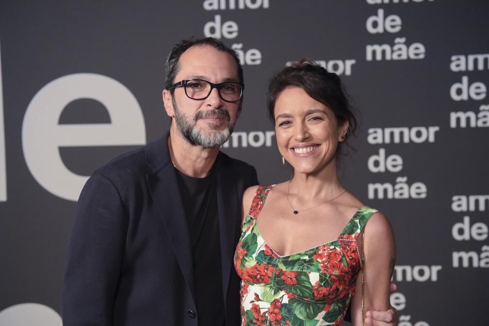 "José Luiz Villamarim e Manuela Dias, diretor geral e autora de ""Amor de mãe"" — Foto: Globo / Estevam Avellar"