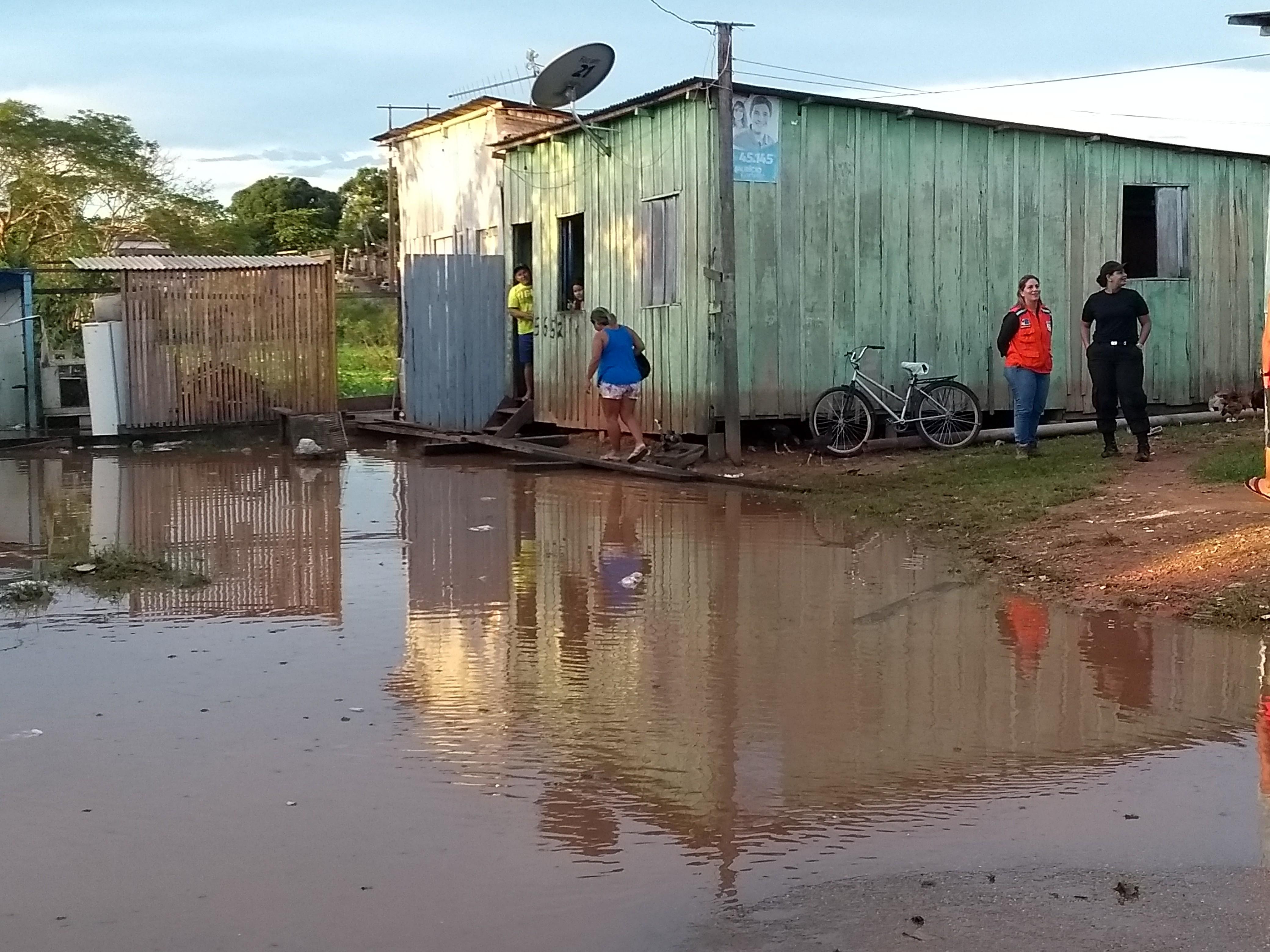 Nível do Rio Madeira atinge 16,6 metros e mais uma família é desalojada em RO