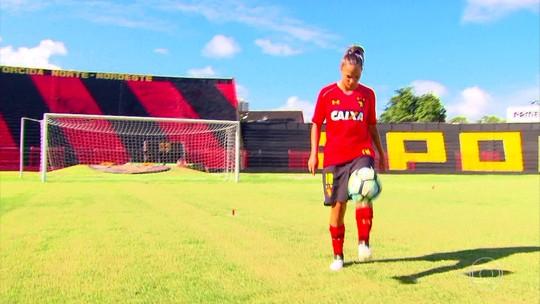 Início no masculino, baixo incentivo e incerteza: a atacante do Sport na seleção brasileira