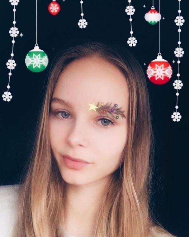 Sobrancelha de árvore de natal (Foto: Reprodução/Instagram)