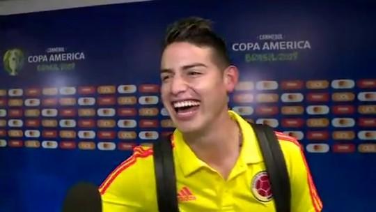 James Rodríguez, da Colômbia, diz que sente o carinho dos brasileiros e canta música do Revelação