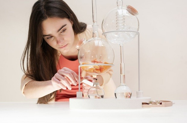 O kit permite criar suas próprias essêrncias, em casa (Foto: Divulgação Design Academy Eindhoven/Naomi Jamie Studio)