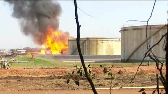 Incêndio em tanque de etanol é controlado após quase 20 horas de trabalho
