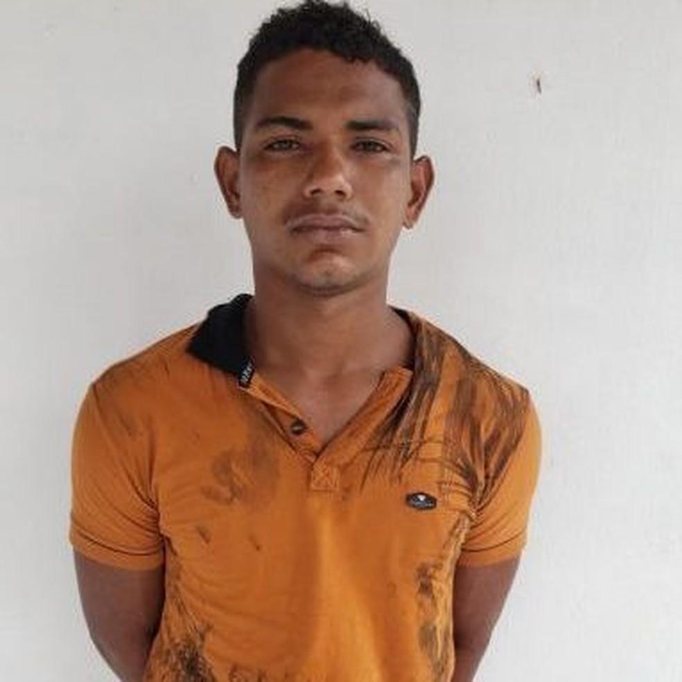 Adriano Barbosa Ferreira foi preso e apresentado na Delegacia Regional de Pinheiro — Foto: Divulgação/Polícia