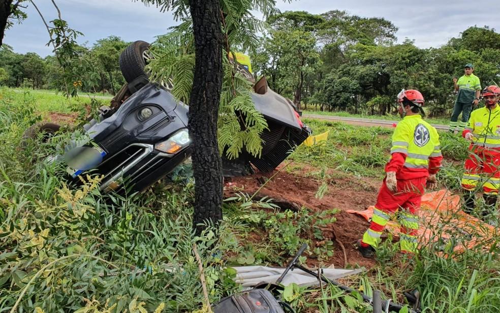 Três pessoas morrem e duas crianças ficam feridas após acidente na BR-364, em Jataí — Foto: Divulgação/CBM GO