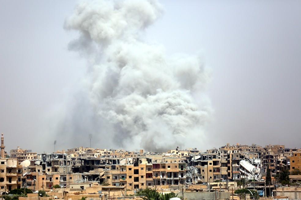 Visão geral da cidade de Raqqa, na Síria (Foto: DELIL SOULEIMAN / AFP)
