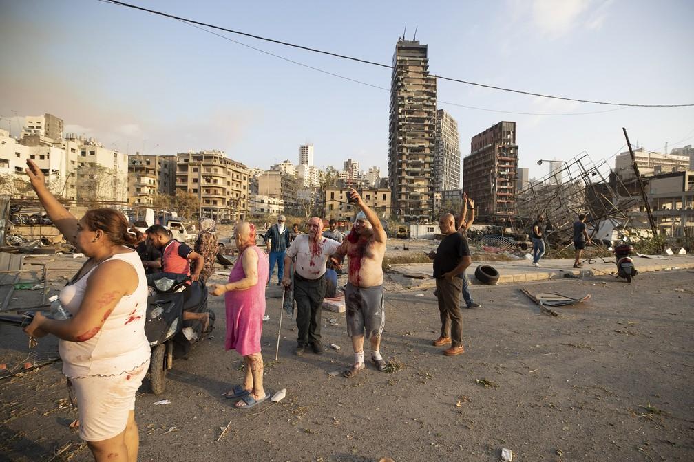 Pessoas feridas depois de explosão em Beirute, Líbano — Foto: Hassan Ammar/AP
