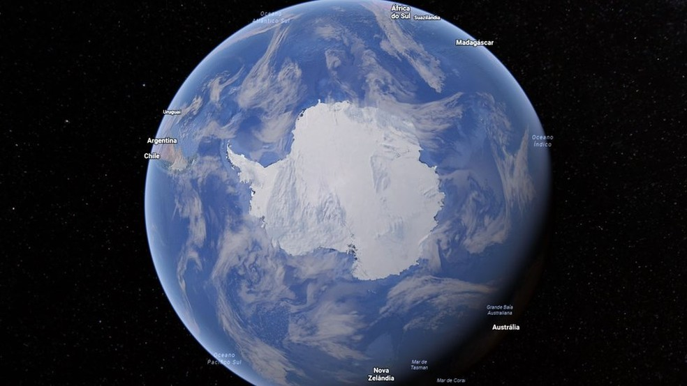 A Antártica é o único continente que não pertence a nenhum país, embora vários reivindiquem uma parte sua — Foto: Google Earth