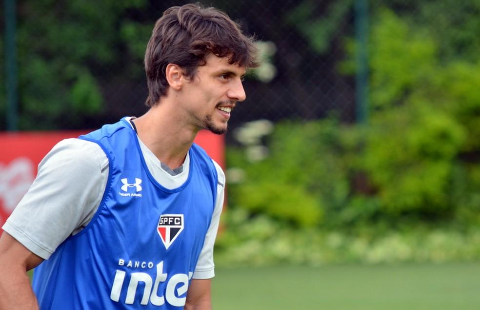 Rodrigo Caio  um dos jogadores mais valorizados do So Paulo Foto Erico Leonan  site oficial do SPFC