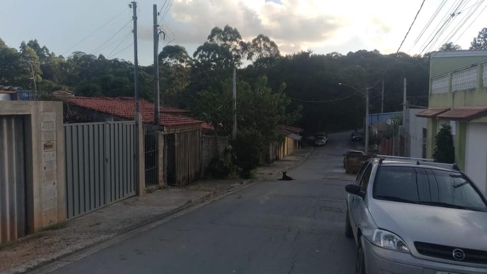 Casa onde ocorreu o crime fica em um bairro afastado do Centro de São Roque — Foto: Matheus Fazolin/G1