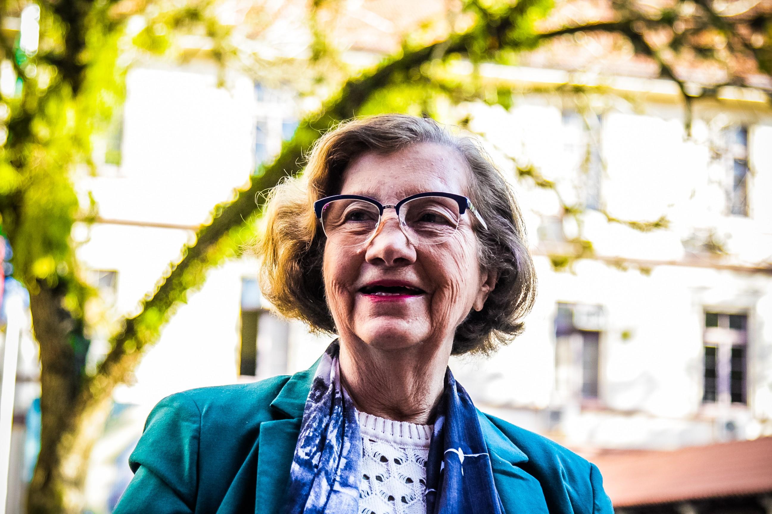 Aos 83 anos, moradora de Canoas se forma em Letras: 'velhice é só por fora. A gente pode se conservar jovem' - Notícias - Plantão Diário