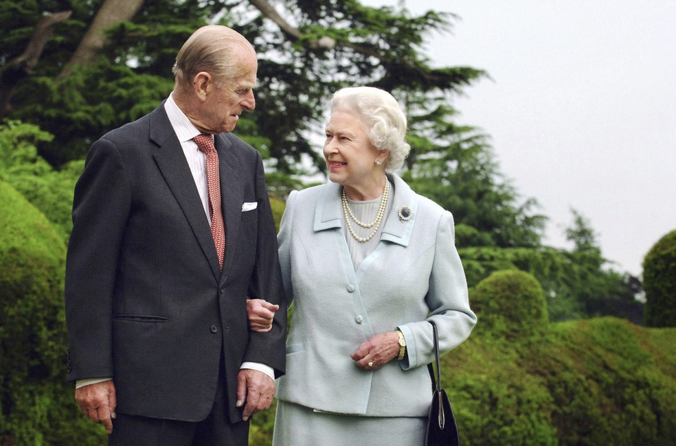 Príncipe Philip e a rainha Elizabeth II, em foto de 18 de novembro de 2007 — Foto: Fiona Hanson/PA via AP/Arquivo