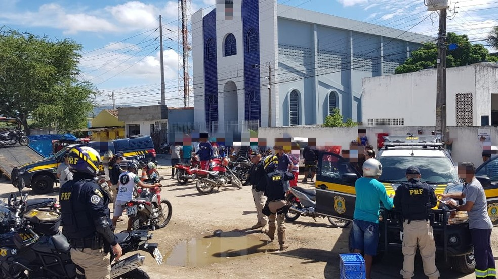 Operação foi realizada em cidades do Agreste — Foto: PRF/Divulgação