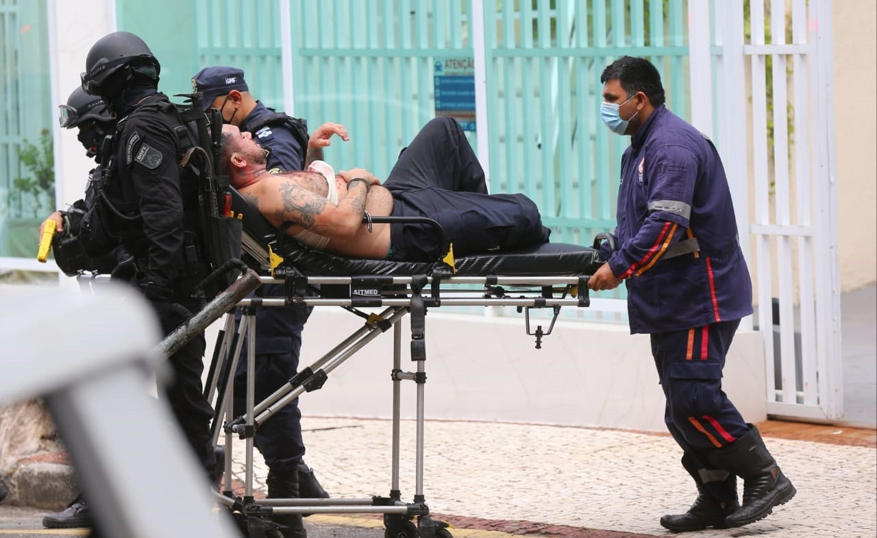 Justiça decreta prisão preventiva de guarda que manteve mãe e irmão reféns em apartamento de Fortaleza