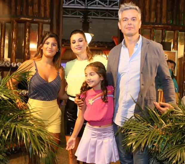 Flávia Alessandra, Otaviano Costa e Giulia Costa no aniversário de Olívia (Foto: Anderson Borde/AgNews)