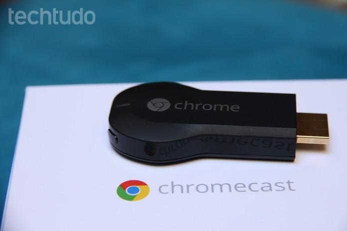 Chromecast, do Google, faz streaming de conteúdo de dispositivos para a TV (Foto: Anna Kellen Bull/TechTudo)
