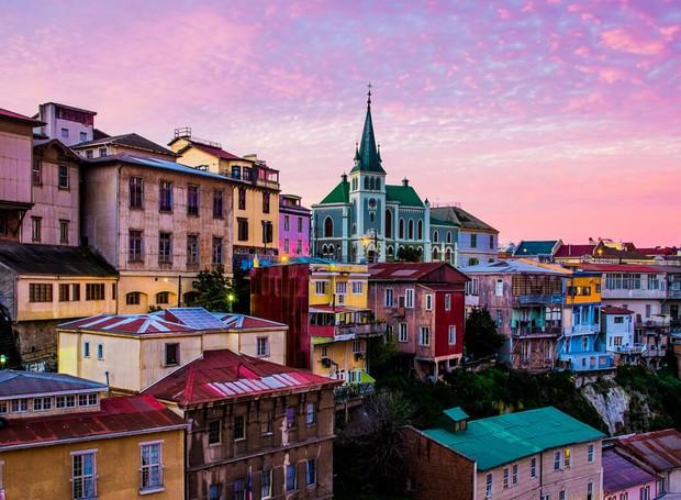 As casas coloridas trazem vida à Valparaíso (Foto: Chile Travel/ Reprodução)