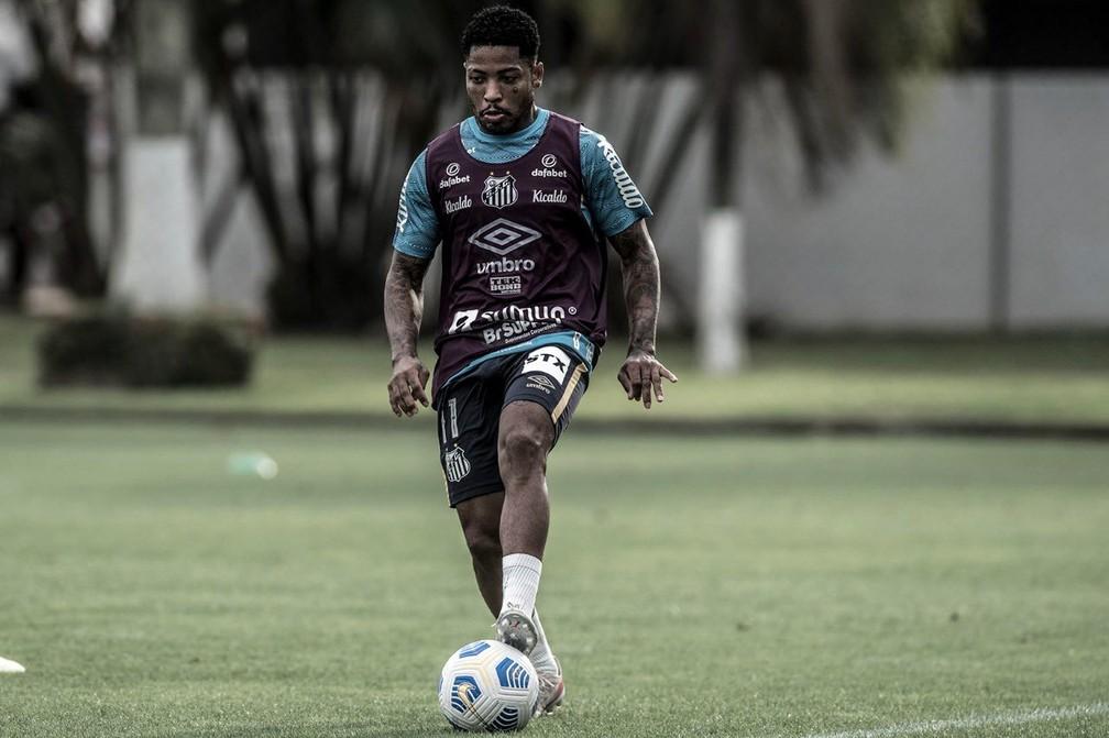 Marinho treina no CT Rei Pelé — Foto: Ivan Storti / Santos FC