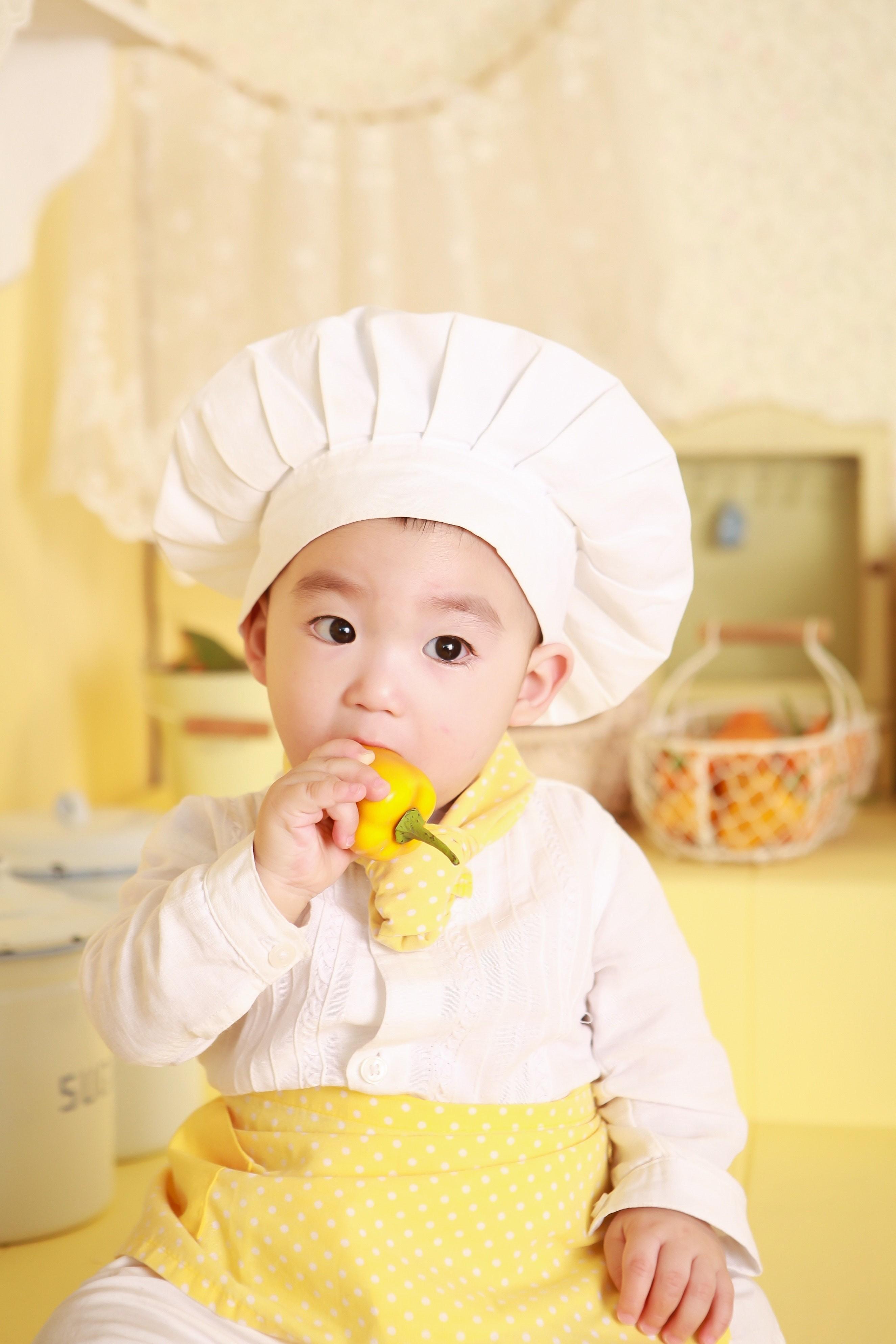 Criança vestida de chef de cozinha (Foto: Pixabay/Pexels)