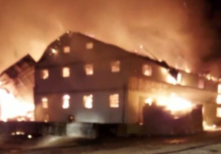 Incêndio atinge galpão de malharia em Jaraguá do Sul