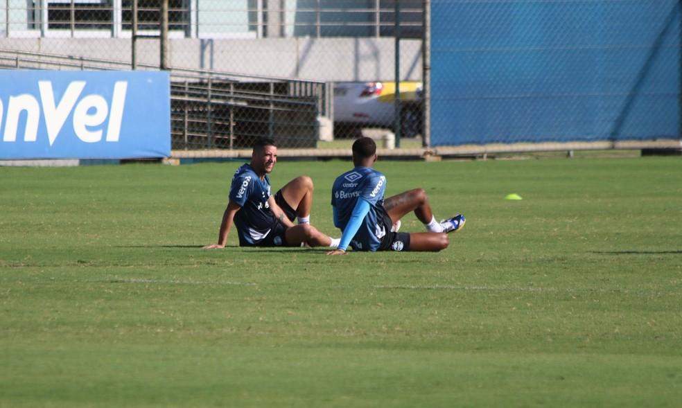 Thiago Neves Jean Pyerre Grêmio — Foto: Lucas Bubols