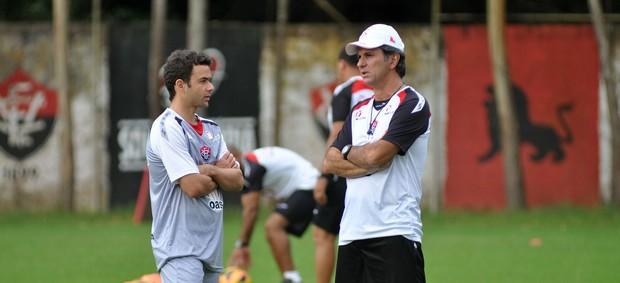 Juan e Caio Junior; Vitória (Foto: Francisco Galvão/EC Vitória)
