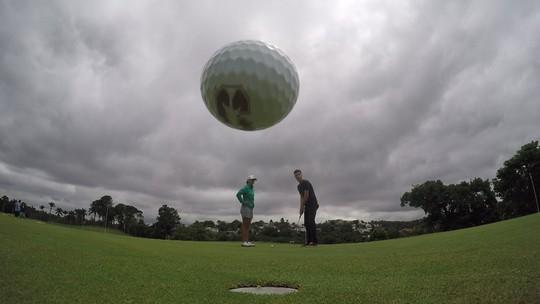 Victoria Lovelady ensina a tacada de perto e de longe no golfe