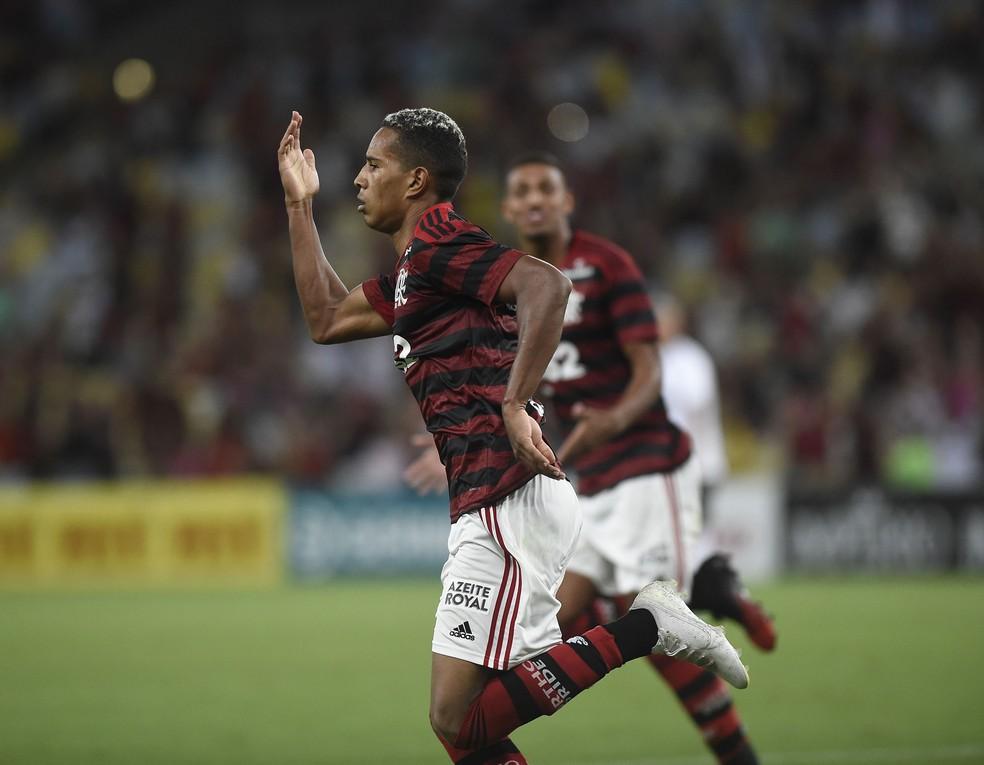 João Lucas gol Flamengo Volta Redonda — Foto: André Durão