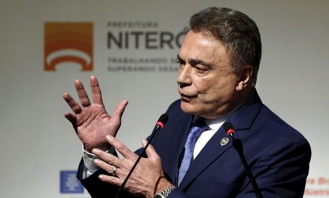 Alvaro Dias faz discurso na Reunião geral da Frente Nacional de Prefeitos, em Niterói