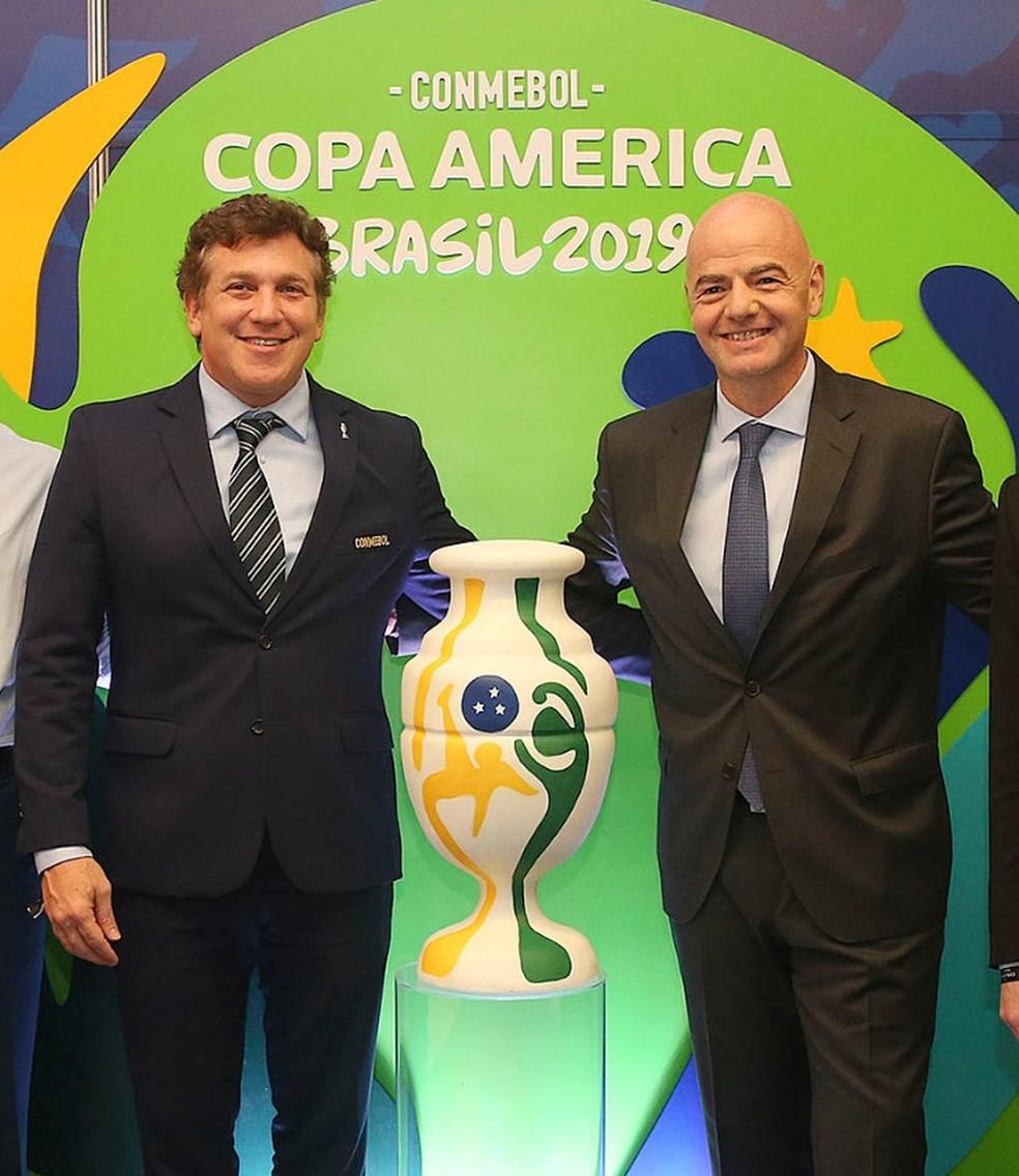Conmebol, presidida por Alejandro Domínguez, e Fifa, liderada por Gianni Infantino, discutem juntas as possibilidades para as Eliminatórias — Foto: Ricardo Matsukawa/CONMEBOL