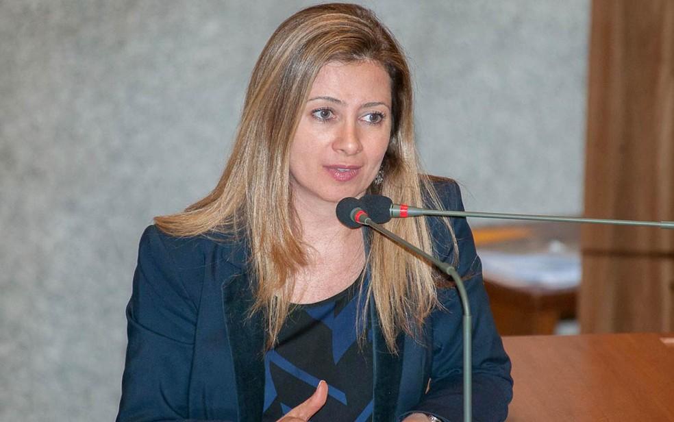 """A deputada Sandra Faraj (SD), autora do projeto que inclui o tema """"valores de ordem familiar"""" como conteúdo transversal nas escolas públicas do DF"""" (Foto: Carlos Gandra/CLDF)"""