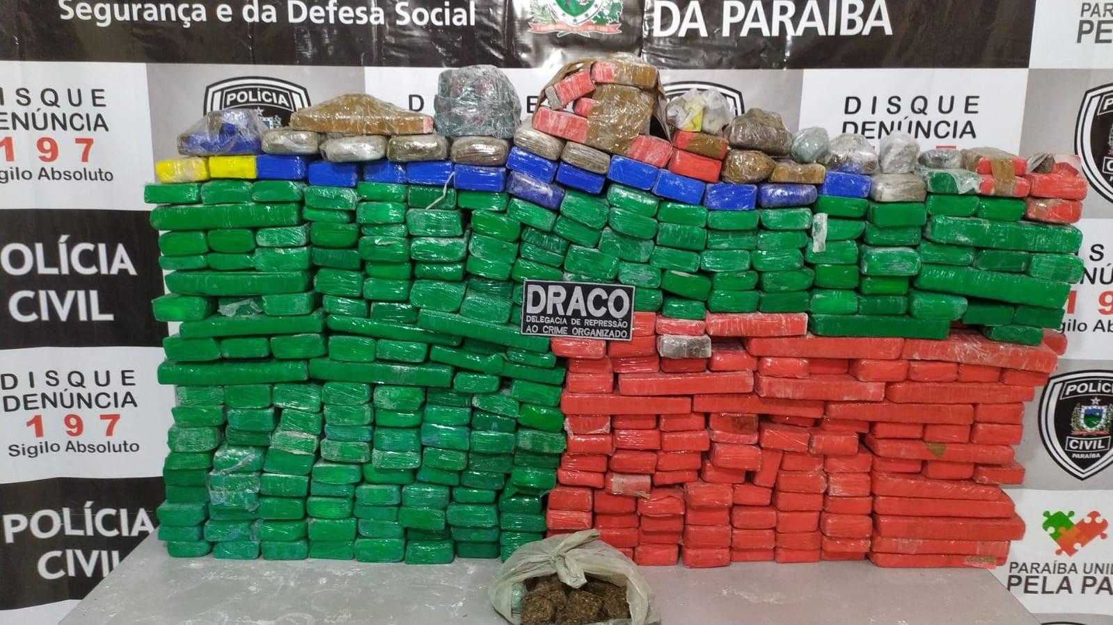 Cerca de 350 kg de maconha escondidas em sítio são apreendidas pela polícia, na PB