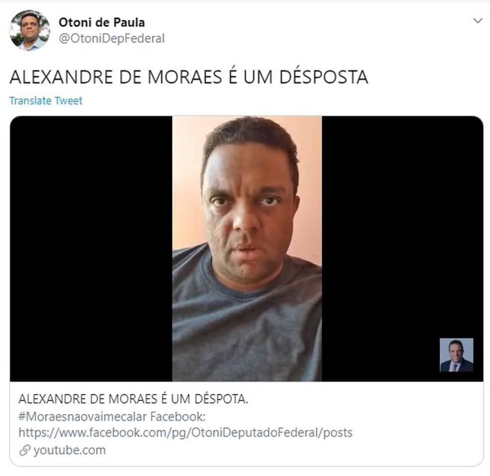 Post em rede social do líder do governo na Câmara Otoni de Paula (PSC-RJ) no qual ele xinga o ministro do STF Alexandre de Moraes — Foto: Reprodução/Twitter