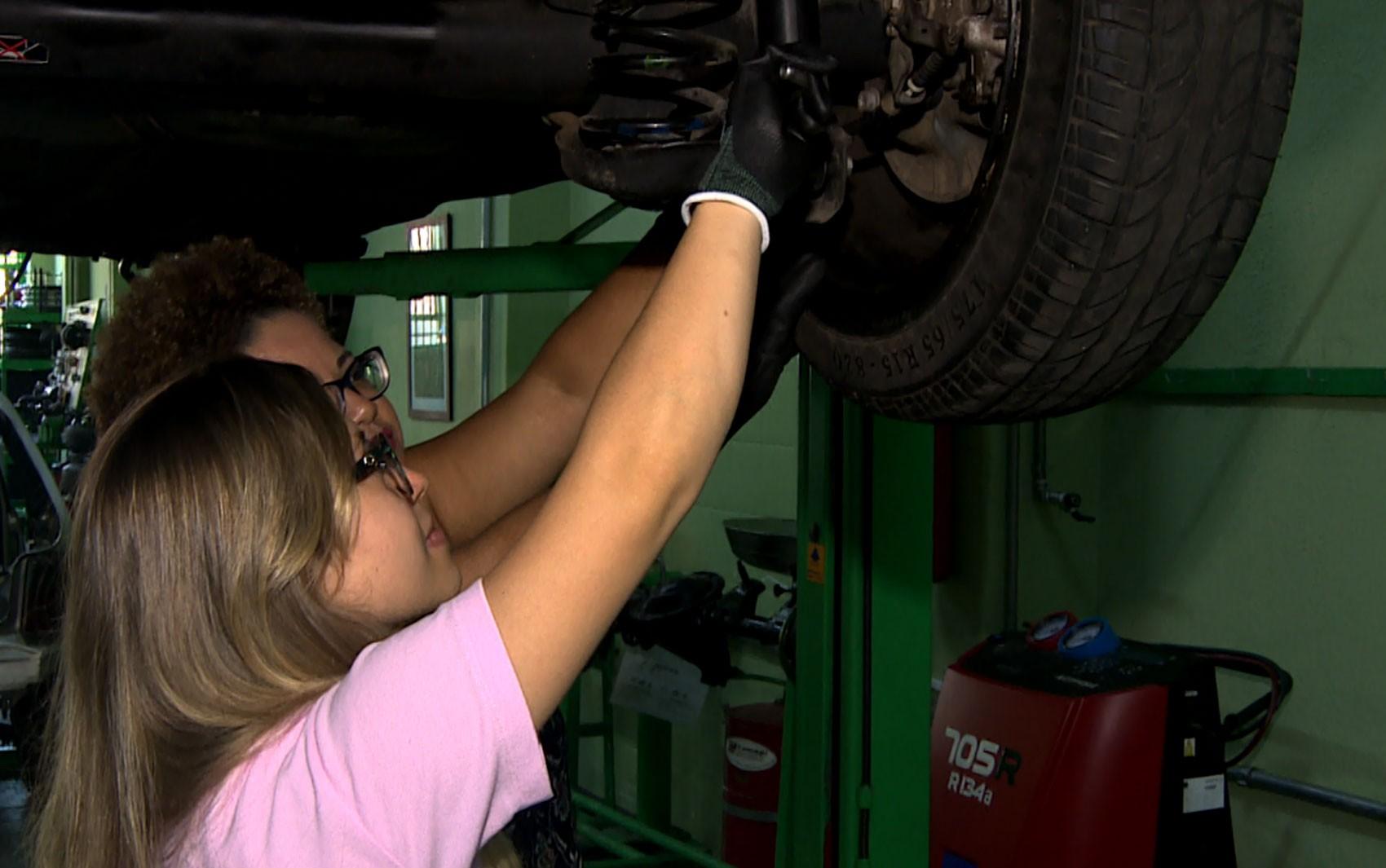 Detran promove curso de mecânica básica para mulheres em Caruaru