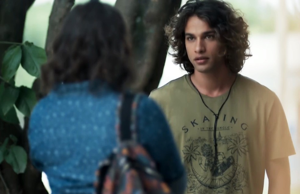 Deco (Pablo Morais) quer voltar a namorar Keyla (Gabriela Medvedovski) em 'Malhação - Viva a Diferença' — Foto: Globo
